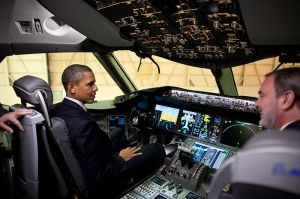 800px-Barack_Obama_in_a_Boeing_787_cockpit