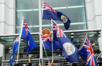 Protesters_waving_the_Hong_Kong_colonial_flag_in_front_of_China_liaison_office_in_Hong_Kong_02